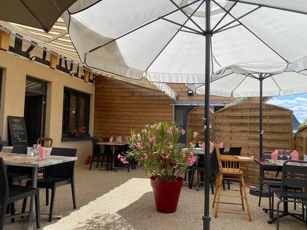 terrasse_exterieur_restaurant_comme_maman_pont_audemer